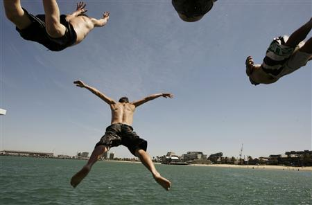 Scaffolders, who were given the day off because of high temperatures, jumps off Beach Pier in Melbourne January 29, 2009. Temperatures are expected to reach 43 degrees centigrade today in Melbourne, according to local media. REUTERS/Mick Tsikas
