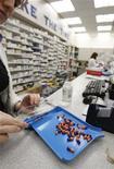 <p>Immagine di archivio di pillole in una farmacia. REUTERS/Mark Blinch (CANADA)</p>