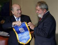 <p>Blatter ao lado de Lula REUTERS/Jamil Bittar (BRAZIL)</p>