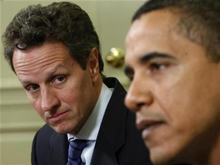 President Barack Obama (R) meets with Treasury Secretary Timothy Geithner in the Oval Office at the White House in Washington, January 29, 2009. Geithner will meet again on Monday with top regulators and also with the chairman of the House of Representatives Financial Services Committee to discuss how to move ahead with an economic recovery plan. REUTERS/Jim Young