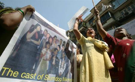 2月3日、インドのムンバイでアカデミー賞候補作品「スラムドッグ$ミリオネア」に対する抗議デモが行われた(2009年 ロイター/Punit Paranjpe)