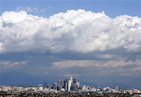 A general view of a clear day in downtown Los Angeles January 26, 2009. REUTERS/Lucy Nicholson