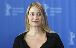 """<p>La actriz danesa Trine Dyrholm posa durante una sesión de fotos para el filme """"Lille Soldat"""" en el festival de cine de Berlín, 6 feb 2009. En una nueva película danesa, el principal personaje, Lotte, es una soldado que vuelve de una misión en el extranjero a su Dinamarca natal, donde se aisla de una sociedad que parece no preocuparse por ella. REUTERS/Fabrizio Bensch</p>"""