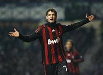 <p>Alexandre Pato comemora gol pelo Milan .REUTERS/David Moir</p>