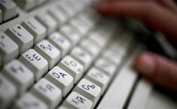 <p>La tastiera di un computer REUTERS/Stoyan Nenov</p>