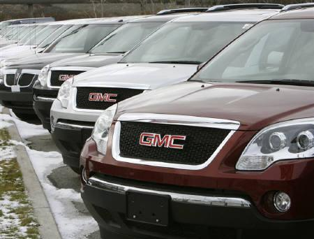 General Motors vehicles are seen at a car dealership in Toronto December 12, 2008.  A bankruptcy filing by General Motors could allow the struggling automaker to reduce its debt more aggressively than an out-of-court restructuring and might not be as damaging as it would have been just a few months ago, an analyst said. REUTERS/Mike Cassese