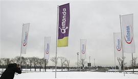 <p>Le fabricant allemand de mémoires Qimonda, qui a déposé son bilan en janvier, a réduit la production sur son principal site européen de Dresde à environ un quart de sa capacité et réaffirmé qu'il devait trouver des investisseurs d'ici la fin mars. /Photo prise le 23 janvier 2009/REUTERS/Alexandra Beier</p>