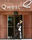 <p>Qwest Communications International publie un bénéfice trimestriel en légère baisse mais supérieur aux attentes, l'opérateur télécoms américain ayant réduit ses coûts en supprimant 1.700 emplois sur la période d'octobre à décembre. /Photo d'archives/REUTERS/Rick Wilking</p>