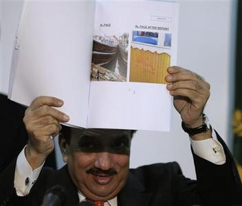 Rehman Malik, Pakistan's adviser to the prime minister on the interior, shows pictures of fishing trawlers used by the perpetrators of the Mumbai attacks, during a news conference at the interior ministry in Islamabad February 12, 2009. REUTERS/Faisal Mahmood