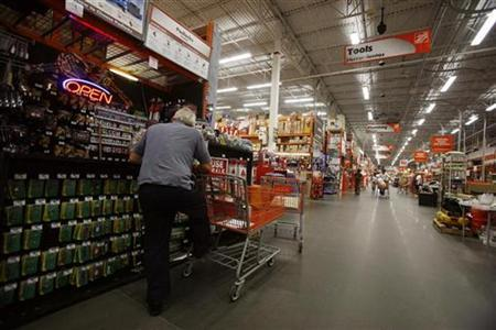 A man stands with his shopping cart at a Home Depot in New York, August 18, 2008. REUTERS/Shannon Stapleton