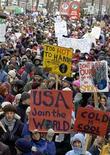 <p>Immagine d'archivio di una manifestazione ambientalista . REUTERS/Christinne Muschi</p>