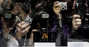 """<p>Novo celular da Sony Ericsson, """"Idou"""", é exibido na feira Mobile World Congress in Barcelona. O aparelho tem câmera com 12 megapixels de resolução.</p>"""