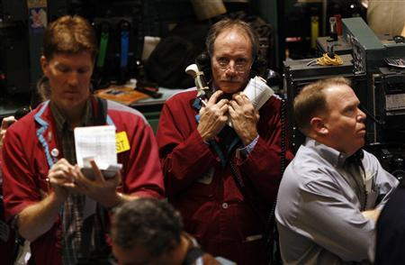 Traders work in the crude oil futures trading pit at the New York Mercantile Exchange, February 12, 2009. REUTERS/Mike Segar