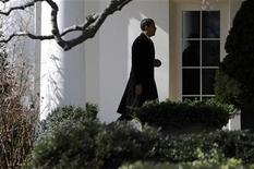 <p>President Barack Obama returns from a weekend visit in Chicago to the Oval Office at the White House in Washington, February 16, 2009. REUTERS/Jonathan Ernst</p>