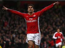 <p>A volta de Eduardo ao time principal do Arsenal, depois de ter quebrado a perna de maneira impressionante, deu ao técnico Arsene Wenger novas opções de ataque no momento em que ele tenta erguer o time no Campeonato Inglês. REUTERS/Eddie Keogh</p>