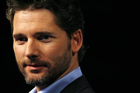 Australian actor Eric Bana poses for photographers during a telecommunications promotional event in Sydney July 19, 2007. REUTERS/Tim Wimborne