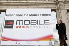 <p>Du géant finlandais Nokia à la jeune pousse irlandaise Movidia spécialisée dans les semi-conducteurs, tout le secteur des télécoms, réuni au salon de Barcelone, veut être le meilleur ami des réseaux sociaux comme Facebook, MySpace ou Bebo. /Photo prise le 16 février 2009/REUTERS/Albert Gea</p>