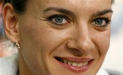 <p>Foto de arquivo da atleta russa Isinbayeva smiles durante sessão de autógrafos em Zurique. REUTERS/Arnd Wiegmann</p>