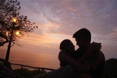 <p>Immagine d'archivio di una coppia. REUTERS/Pilar Olivares (PERU)</p>