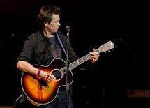 "<p>Actor and musician Kevin Bacon performs with the ""Bacon Brothers"" during a tribute to Bruce Springsteen's music career at Carnegie Hall in New York April 5, 2007. REUTERS/Lucas Jackson</p>"