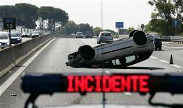<p>Autostrade, 352 i morti nel 2008 in calo sui 423 del 2007. REUTERS/Max Rossi</p>