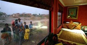 <p>Villagers react to the camera from outside the new luxury train, Royal Rajasthan on Wheels (RROW), on the outskirts of the historic town of Jodhpur in the desert Indian state of Rajasthan January 14, 2009. REUTERS/Vijay Mathur</p>