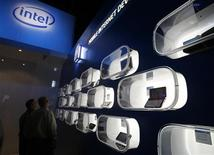 <p>Portatili in mostra in uno stand Intel. REUTERS/Rick Wilking</p>