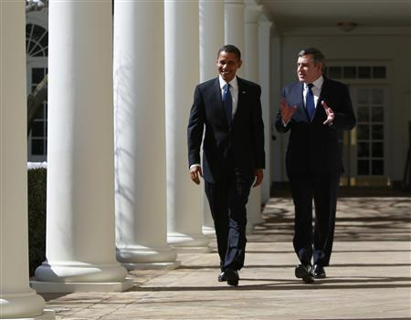 President Barack Obama (L) walks along the West Wing Colonnade with British Prime Minister Gordon Brown following their meeting in the Oval Office of the White House in Washington, March 3, 2009. REUTERS/Jason Reed