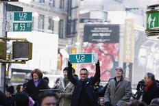 <p>Members of the rock group U2, Adam Clayton (2nd R), Bono (C) and Edge, hold street signs next to New York Mayor Michael Bloomberg (R) and City Council Speaker Christine Quinn (L) after a portion of West 53rd Street was renamed U2 Way in New York March 3, 2009. REUTERS/Lucas Jackson</p>