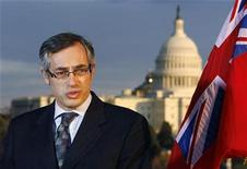 <p>Industry Minister Tony Clement speaks to the media at a news conference about the auto industry on the rooftop terrace of the Canadian embassy with the U.S. Capitol behind him in Washington, November 20, 2008. REUTERS/Jim Bourg</p>