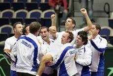 <p>Harel Levy de Israel celebra vitória sobre o sueco Vinciguerra depois da primeira rodada da Copa Davis de tênis, em Malmo, no dia 8 de março de 2009. REUTERS/Drago Prvulovic/Scanpix Sweden (SUÉCIA)</p>