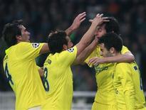 <p>Jogadores do Villarreal celebram gol em vitória de 2 x 1 sobre o Panathinaikos, em Atenas, conquistando vaga para as quartas-de-final da Liga dos Campeões, nesta terça-feira. REUTERS/John Kolesidis</p>