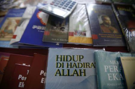 A Christian book entitled ''Live With the Presence Of Allah'' is on sale at St Francis Xavier Cathedral in Malaysia's eastern state of Sabah on Borneo island, February 22, 2009. REUTERS/Bazuki Muhammad