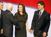 <p>Bristol Palin e Levi Johnston durante la campagna elettorale dei repubblicani. REUTERS/Mike Segar</p>