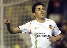 <p>Atacante do Valencia David Villa comemora após marcar um gol em partida do Campeonato Espanhol. 01/03/2009. REUTERS/Heino Kalis</p>