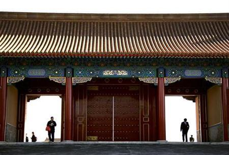 Tourists walk through a gate located inside the Forbidden City in Beijing October 10, 2008. REUTERS/David Gray