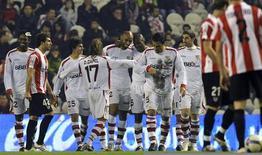 <p>Jogadores do Sevilla comemoram gol em empate de 2 x 2 com o Malaga pelo Campeonato Espanhol. O Sevilla permanece em segundo lugar, nove pontos atrás do campeão Real. REUTERS/Vincent West</p>