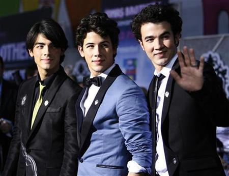 Cast members (from L-R) Joe Jonas, Nick Jonas and Kevin Jonas attend the premiere of ''Jonas Brothers: The 3D Concert Experience'' at El Capitan theatre in Hollywood, California February 24, 2009. REUTERS/Mario Anzuoni