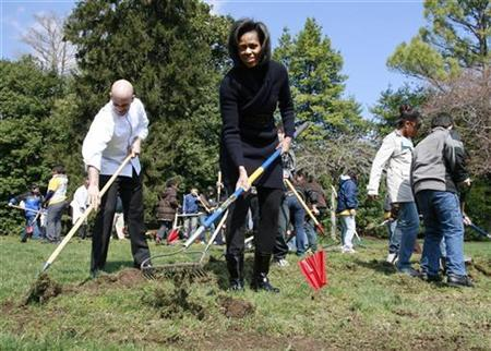 U.S. first lady Michelle Obama joins 5th grade students from the Bancroft Elementary School during a groundbreaking ceremony for the new White House Kitchen Garden in Washington, March 20, 2009. REUTERS/Jason Reed