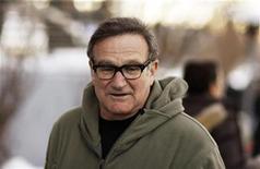"""<p>Foto de archivo del actor Robin Williams a su llegada al estreno de la cintsa """"World's Greatest Dad"""" en el Festival de Cine de Sundance en Park City, EEUU, 18 ene 2009. Se estima que el ganador del Oscar Robin Williams estaría completamente recuperado dentro de los próximos dos meses de una reciente operación de corazón para así poder continuar con su gira cómica, dijo el lunes su representante. REUTERS/Lucas Jackson</p>"""