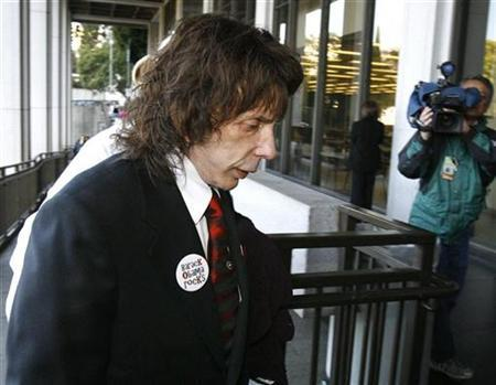 Phil Spector arrives at Los Angeles Superior Court in Los Angeles March 23, 2009. REUTERS/Mario Anzuoni