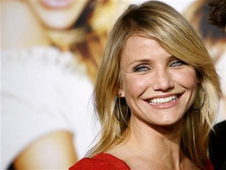 Cameron Diaz smiles at the premiere of ''What Happens in Vegas...'' at the Mann Village Theatre in Westwood, California May 1, 2008. REUTERS/Mario Anzuoni