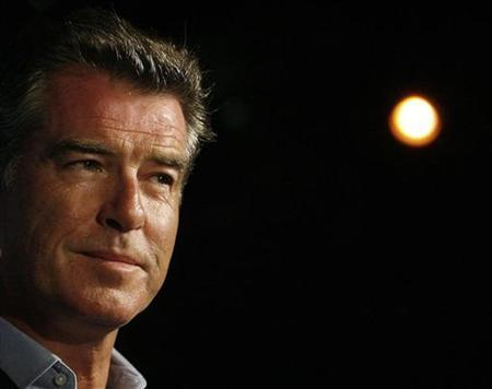 Actor Pierce Brosnan attends the annual Oceana Partner's awards gala in Pacific Palisades, California October 18, 2008. REUTERS/Mario Anzuoni