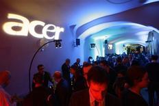 <p>Acer, troisième fabricant mondial de micro-ordinateurs, annonce une hausse moins forte que prévu de son bénéfice net du quatrième trimestre 2008, la demande des consommateurs ayant ralenti en raison de la crise. /Photo prise le 16 février 2009/REUTERS/Gustau Nacarino</p>