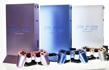 3月31日、ソニーは家庭用ゲーム機「PS2」の価格を23%引き下げ、99.99ドルとすることを発表。写真は2003年2月、ソニーのショールームで撮影したPS2(2009年 ロイター/Toshiyuki Aizawa)