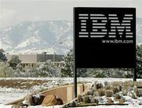 """<p>IBM va entrer sur le marché de l'informatique via internet, aussi appelée """"cloud computing"""", en lançant une suite logicielle pour les entreprises permettant de gérer les contacts, d'utiliser une messagerie instantanée ou de partager des fichiers. /Photo d'archives/REUTERS/Rick Wilking</p>"""