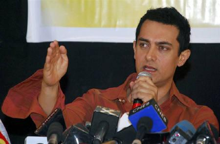 Bollywood actor Aamir Khan speaks at a news conference to launch an awareness campaign for voters in Mumbai March 31, 2009. Khan is now part of a campaign urging voters in India to make an informed decision in the upcoming general election. REUTERS/Manav Manglani/Files
