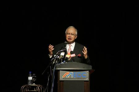 Malaysia's incoming prime minister Najib Razak delivers his keynote address at a symposium on encouraging majority ethnic Malays to go into business in Kuala Lumpur in this March 23, 2009 file photo. REUTERS/Bazuki Muhammad