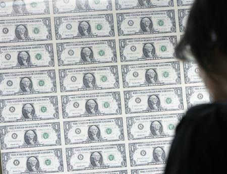 A woman looks at U.S. one dollars notes on display in Hong Kong in this November 2007 file photo.  REUTERS/Herbert Tsang