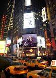 <p>Uno spettacolo musicale su uno schermo a Times Square, a New York, attarverso Yahoo Music. REUTERS/Gary Hershorn</p>